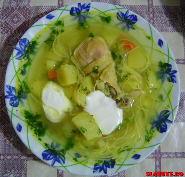 Ciorbă de pui cu legume