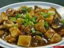 Tofu cu ciuperci, pe frunze de spanac