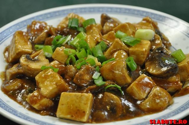 20 Tofu cu ciuperci, pe frunze de spanac