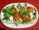 Salata de mozzarella si rosii