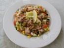 Salata de ton, castraveti si ardei rosu cu sos de marar si lamaie