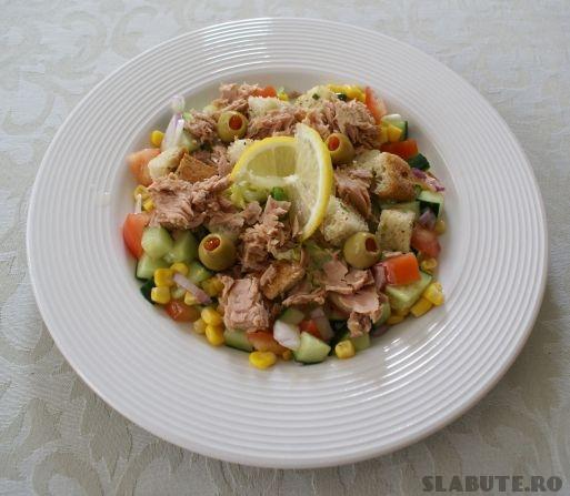 salata ton castraveti Salata de ton, castraveti si ardei rosu cu sos de marar si lamaie