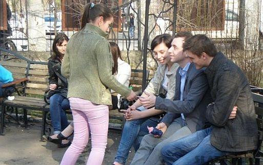 impartire pliante prima petitie nationala dreptul la o viata sanatoasa2 Romanii semneaza Prima Petitie Nationala pentru dreptul la o viata sanatoasa