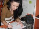 tanara semneaza petitia pentru dreptul la o viata sanatoasa 130x98 Romanii semneaza Prima Petitie Nationala pentru dreptul la o viata sanatoasa